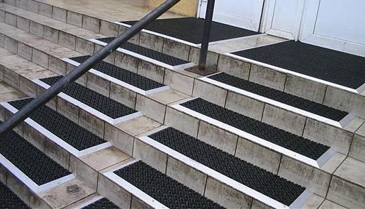 Антискользящие накладки на ступени