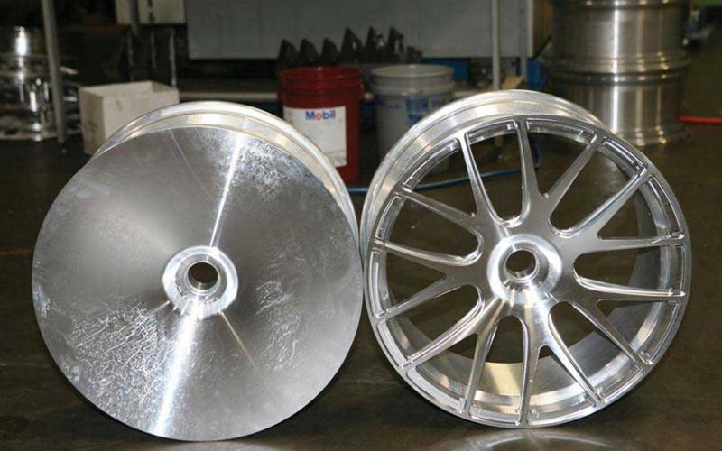 Заготовка и (в основном) готовый легкосплавный диск