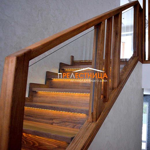 Лестница в коттедж из бука